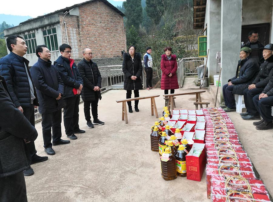 On the eve of the Spring Festival in 2019, we visited 46 poor families in Wugui Town and Xiaodu Town